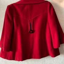 Пальто женское красное(м размер)100рублей, в Красноярске
