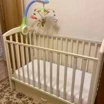 Детская кроватка маятник, с игрушкой, с матрасом и с ящиком, в Москве
