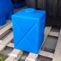 Прямоугольная пластиковая емкость на 120 литров. Вертикальна, в Омске