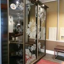 Шкаф-купе с рисунком на зеркальных дверях, в Новосибирске