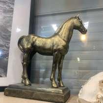 Гипсовая скульптура лошади, в Екатеринбурге