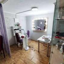 Срочно!!! Продаю 2кв. на 1эт.+салон красоты цокольный этаж, в г.Бишкек