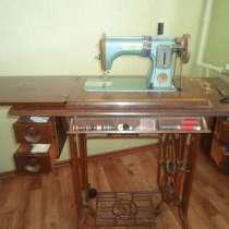 Продам швейную машину (практически раритет), в Омске