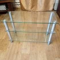 Продам стеклянный столик под телевизор, в Междуреченске