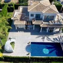 Аристократичная вилла с бассейном и садом в Испании, Хавея, в г.Javea