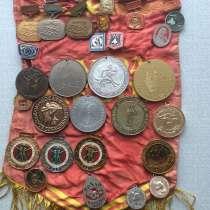 Коллекция. Значки и медали. 4000 шт, в г.Кишинёв