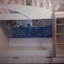 Продам детскую двухъярусную кровать с ящиками, в Муроме