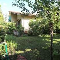 Вилла с садом рядом с морем в Форте дей Марми, Тоскана, в г.Forte dei Marmi