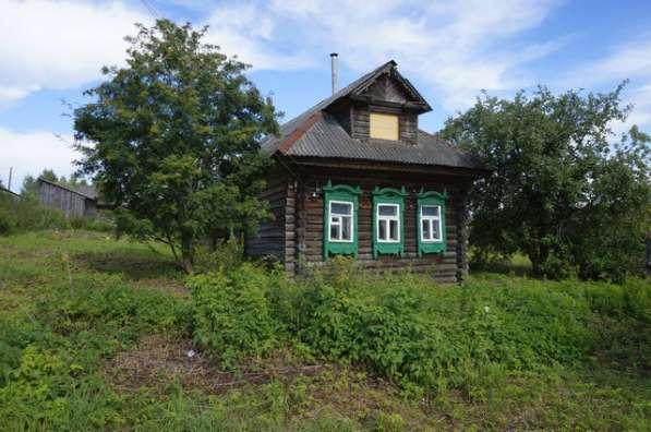 Дом в тихой деревне, на берегу речки