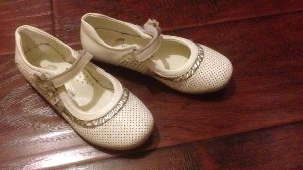 Кожаные белые праздничные туфли. Размер 28