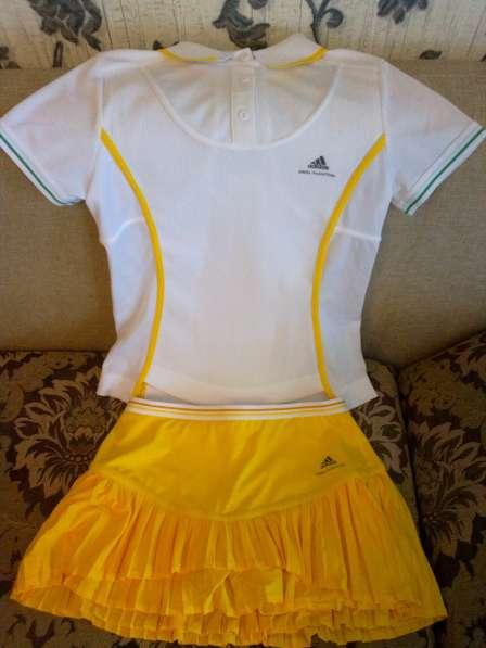 Юбка и футболка для занятия теннисом