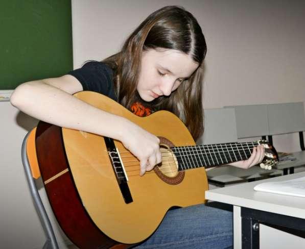 Курсы игры на гитаре для начинающих в Набережных Челнах