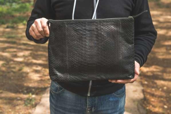 Мужская сумка из кожи питона