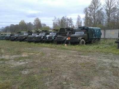 грузовой автомобиль ЗИЛ 131 с кунгом