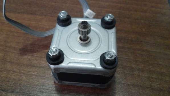 Шаговый двигатель EM-483