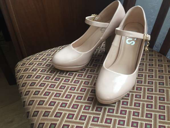 Бежевые туфли 35размер