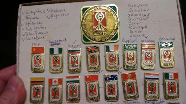 Компелкт значков Чемпионат мира юниоры 1985