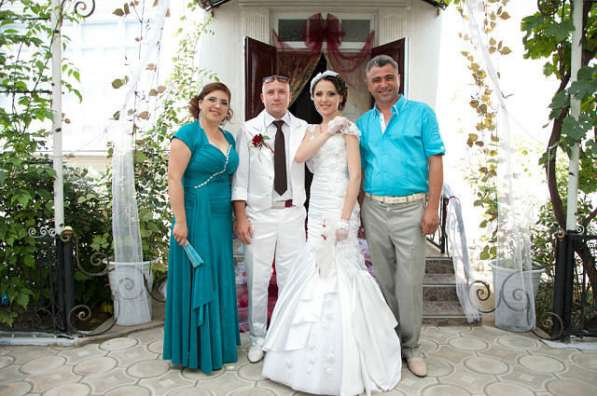 Платье невесты и костюм жениха. а так же платье для мамы