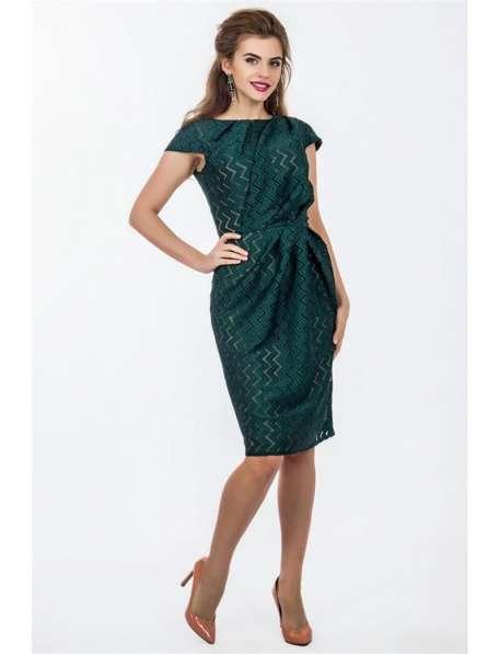 Нарядное зеленое платье