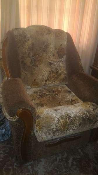 Два мягких кресла в отличном состоянии
