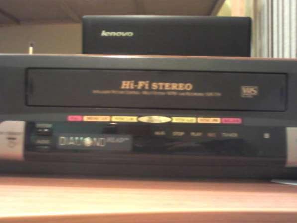 Видеомагнитофон Samsung с кассетами
