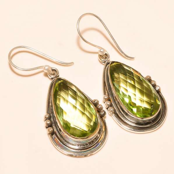 Серебряные серьги с крупным зеленым аметистом. Индия