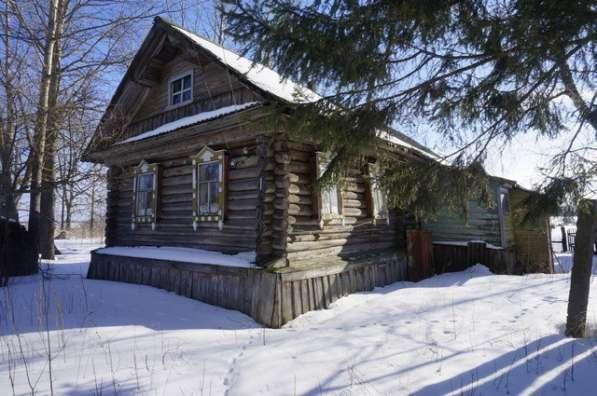 Бревенчатый дом в тихой деревне, с хорошим подъездом