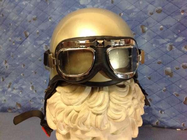 Мото-шлем с очками .