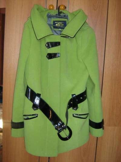 Продается салатовое пальто