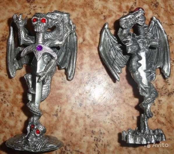 2 Статуэтки -Меч и Череп с драконом