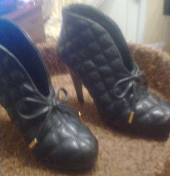 Одежда на девочку-подростка размер 42 и обувь 35 размера