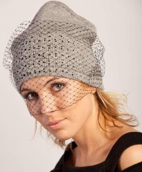 Трикотажная женская шапка с вуалью модель 388 фирмы SHERONA