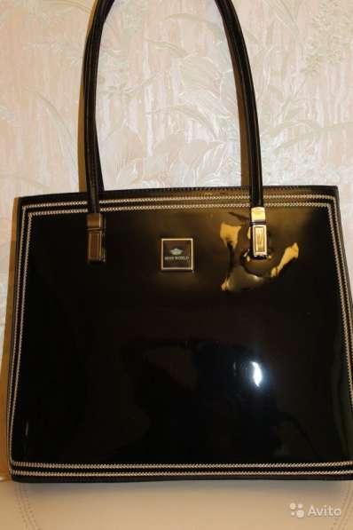 Новая лаковая кожаная сумка