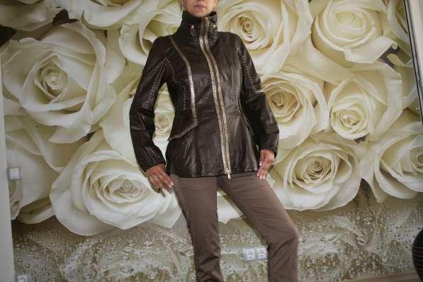 Кожаная куртка отличного качества размер 46