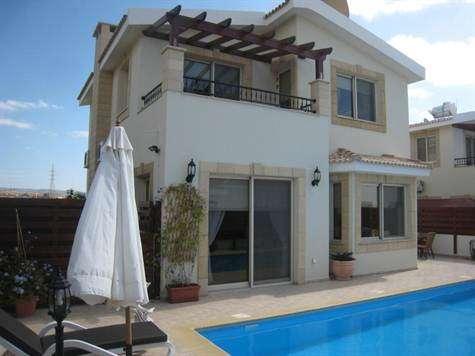 Стильная четырехкомнатная Вилла в пригороде Пафоса-Кипра