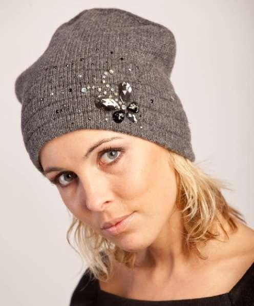 Женская трикотажная шапка модель 389