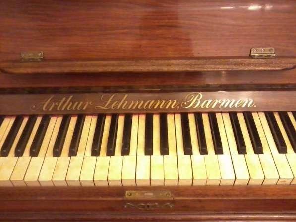Старинное пианино из ореха и корня ореха.Слоновая кость.