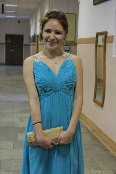 Вечернее платье бирюзового цвета