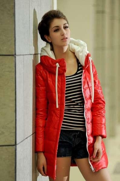 Женская утепленная куртка красная,разм. 42-44.
