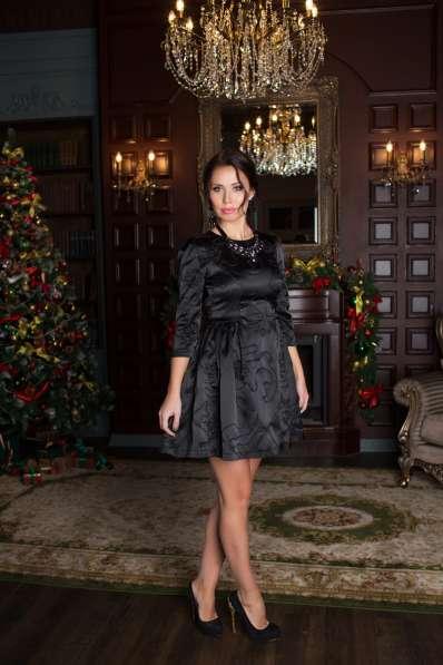 Чёрное платье с пайетками от KUTUZOV