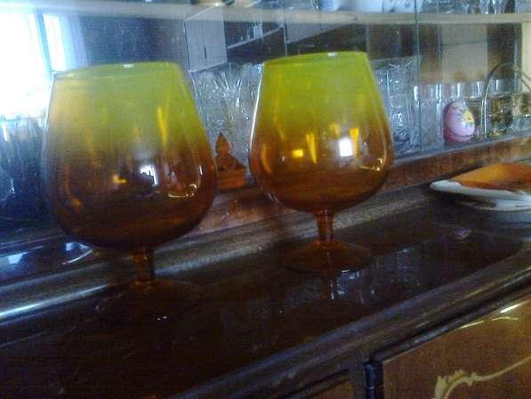 Коньячные бокалы из цветного стекла