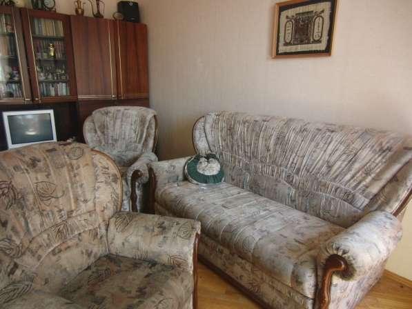 Раскладной диван с двумя креслами