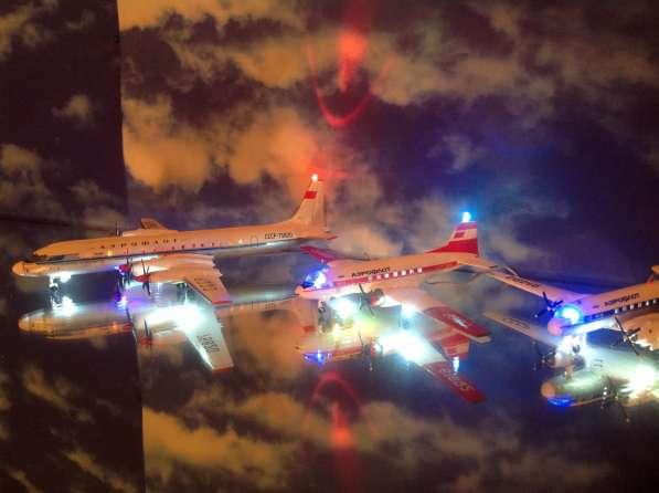 Модели самолётов ИЛ-18 и ИЛ-14М(красный).