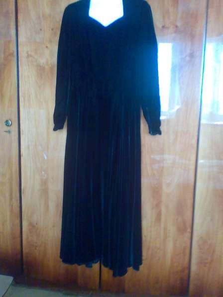 Вечернее черное бархатное платье в пол