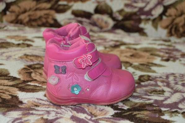 Осенние ботинки для девочки в продаже