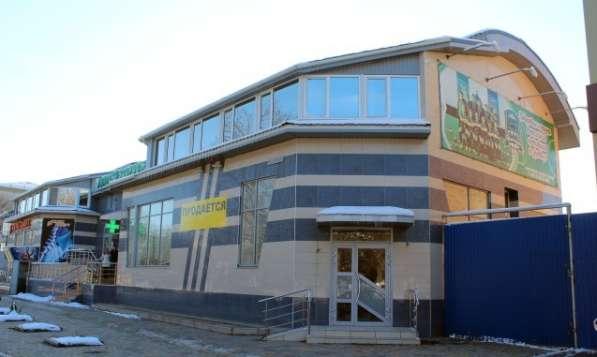 В Кропоткине по пр.Ворошилова часть торгового комплекса. 391 кв.м