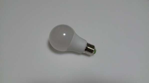 Светодиодная лампа E27 11W теплый белый