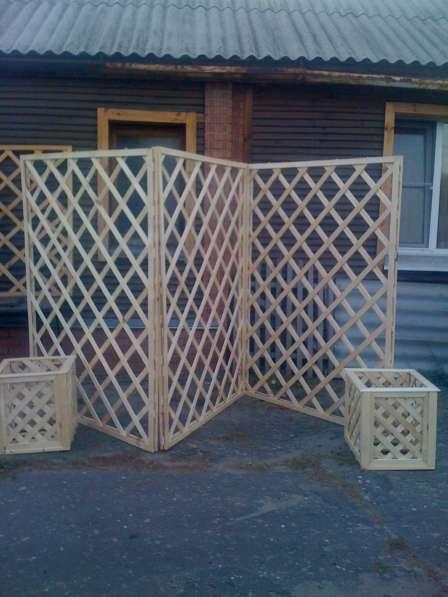 Шпалеры-деревянные решетки для окон беседок и оранжерей.
