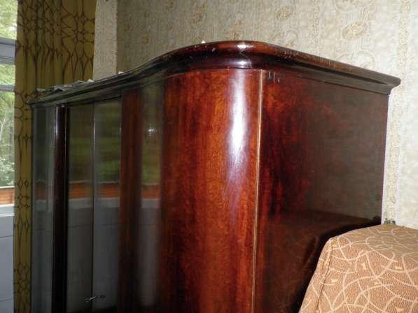 Платяной шкаф красного дерева (Германия)