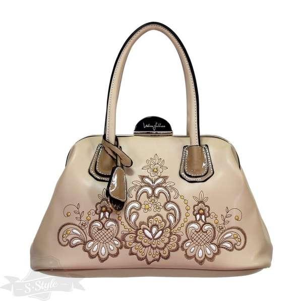 Женская сумочка с необычной застежкой
